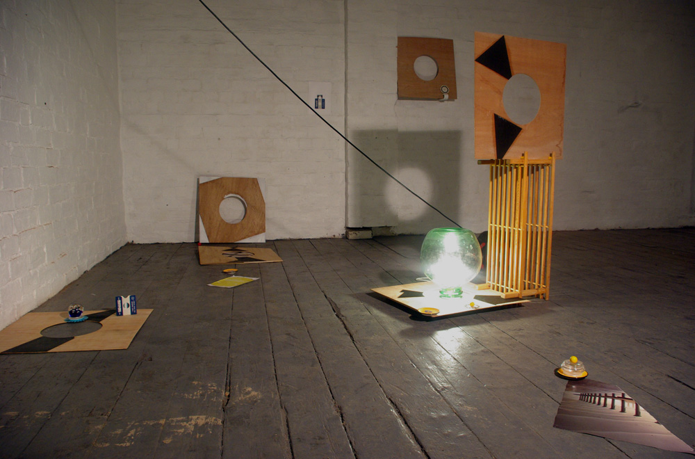 Enjoy sculpture and installation by Richard Taylor artist and editor.